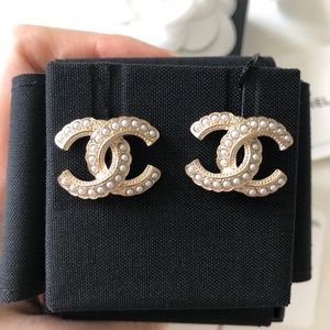 Chanel Classic Cc White Pearl Earrings